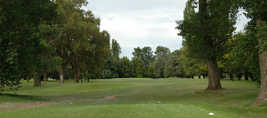 18 Holes for 2 at the Goulburn Golf Club With a Shared Cart & Beers