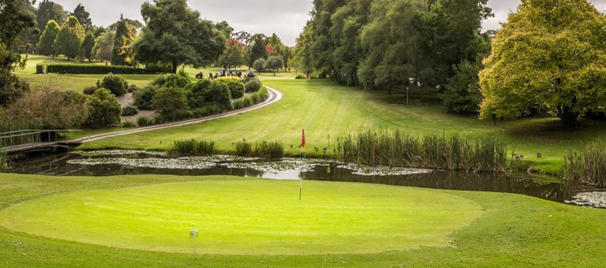 18 holes in a Motorised Cart for 2 at the Highlands Golf Club
