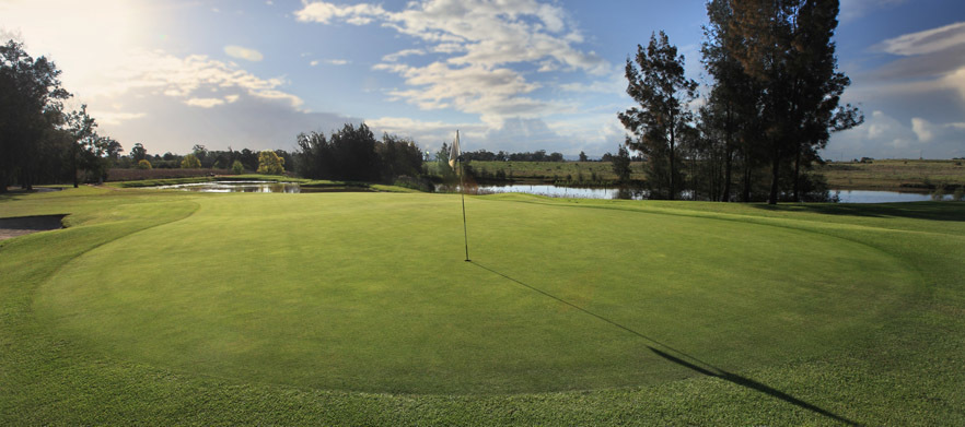 18 Holes for Four With Motorised Carts and Drinks at Windsor Country Golf Club