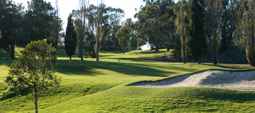 18 Holes for 2 with a Cart and Drinks at Kareela Golf Course!